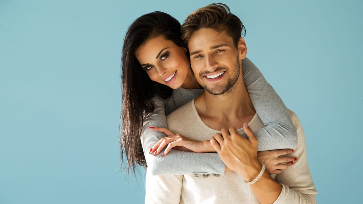7 Ways to Go From Friends With Benefits to an Exclusive